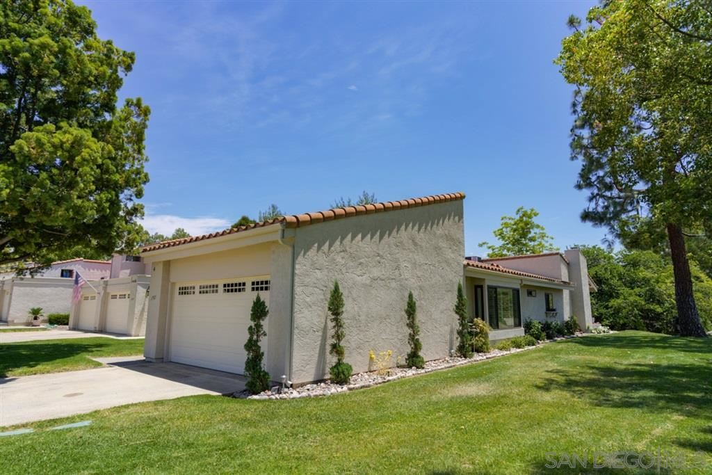 Photo of 17921 Valle De Lobo Dr, Poway, CA 92064 (MLS # 200030084)