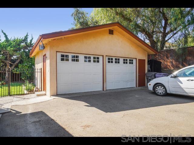 Photo of 2438 Stockton Ln, Vista, CA 92084 (MLS # 210024096)