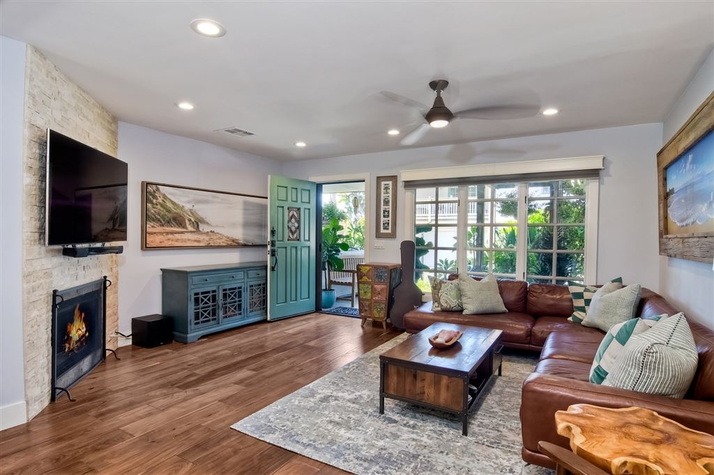Photo of 421 Playa Blanca, Encinitas, CA 92024 (MLS # 200045097)