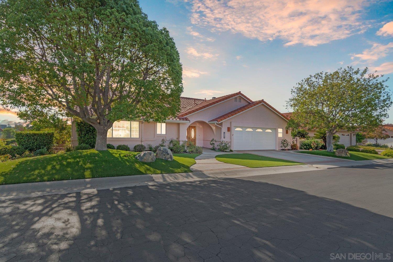 Photo of 936 Ridge Heights Dr, Fallbrook, CA 92028 (MLS # 210026103)