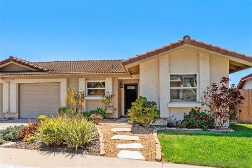 Photo of 1313 Soria Glen, Escondido, CA 92026 (MLS # 210012119)