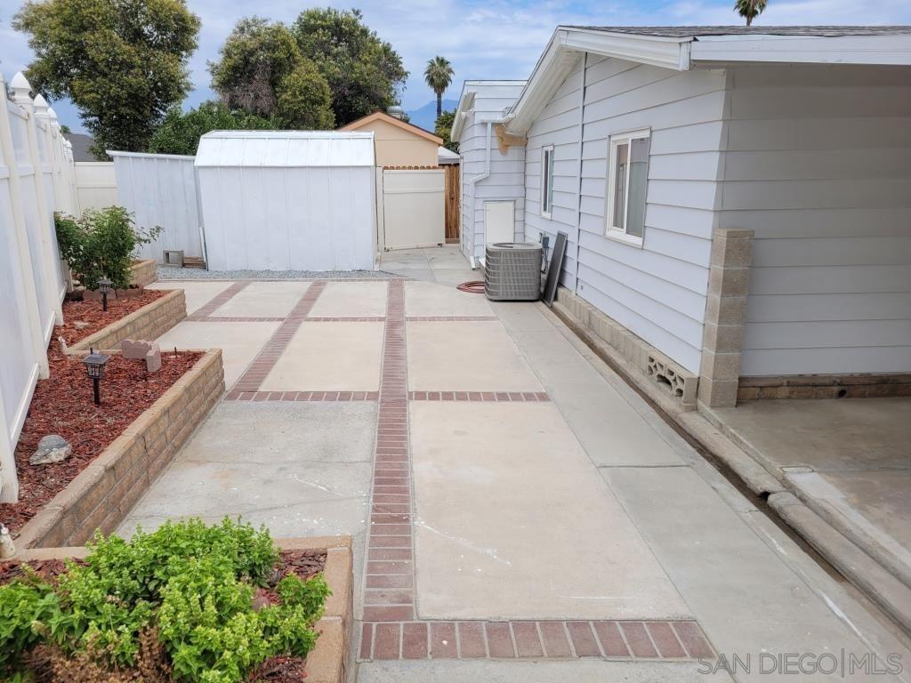 Photo of 370 San Mateo Cir, Hemet, CA 92543 (MLS # 210021132)