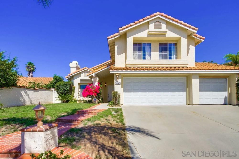 Photo of 574 E Dougherty St, Fallbrook, CA 92028 (MLS # 210026136)