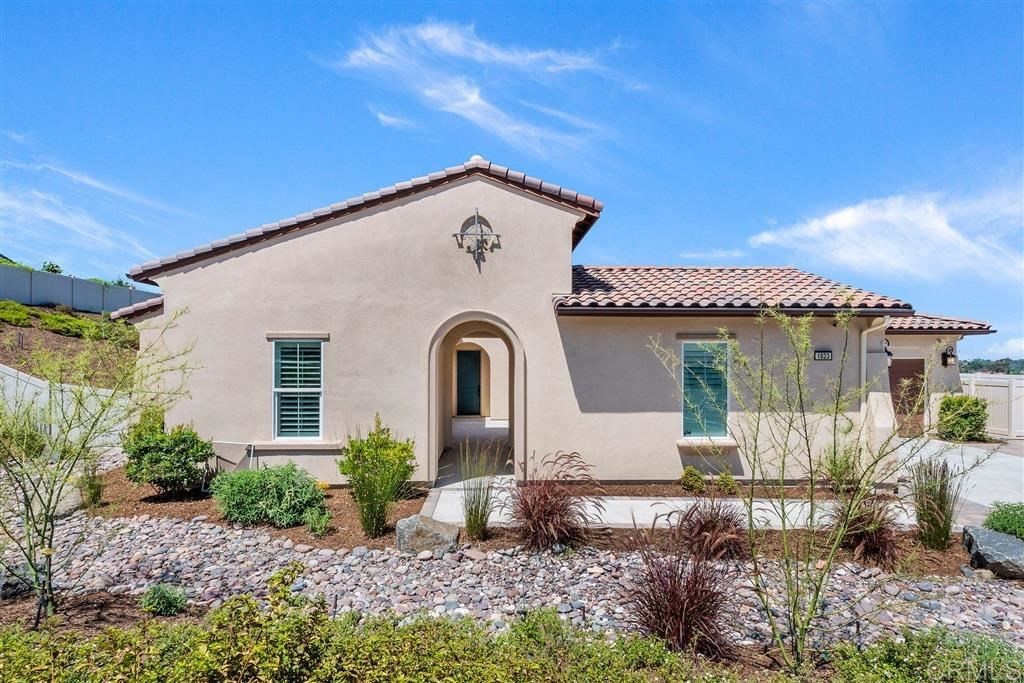 Photo of 1823 Lemonadeberry, Vista, CA 92084 (MLS # 200038144)