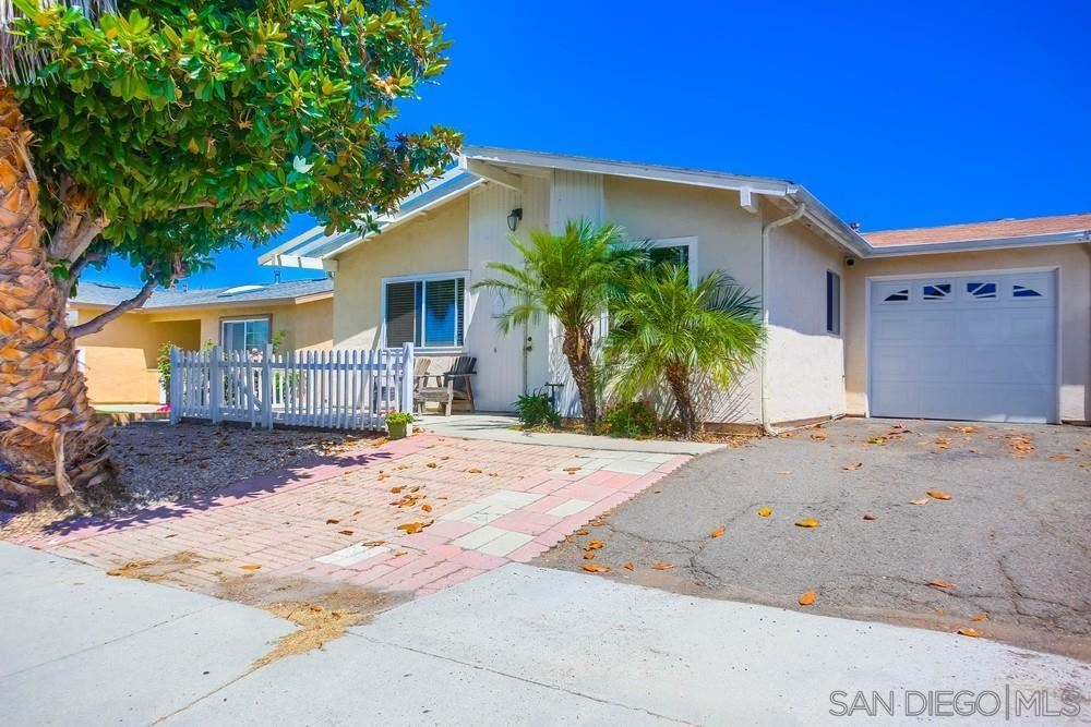Photo of 302 Avenida Descanso, Oceanside, CA 92057 (MLS # 210021172)