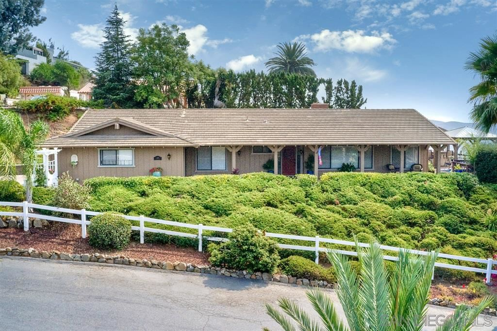 Photo of 1189 Via Valle Vista, Escondido, CA 92029 (MLS # 200045177)