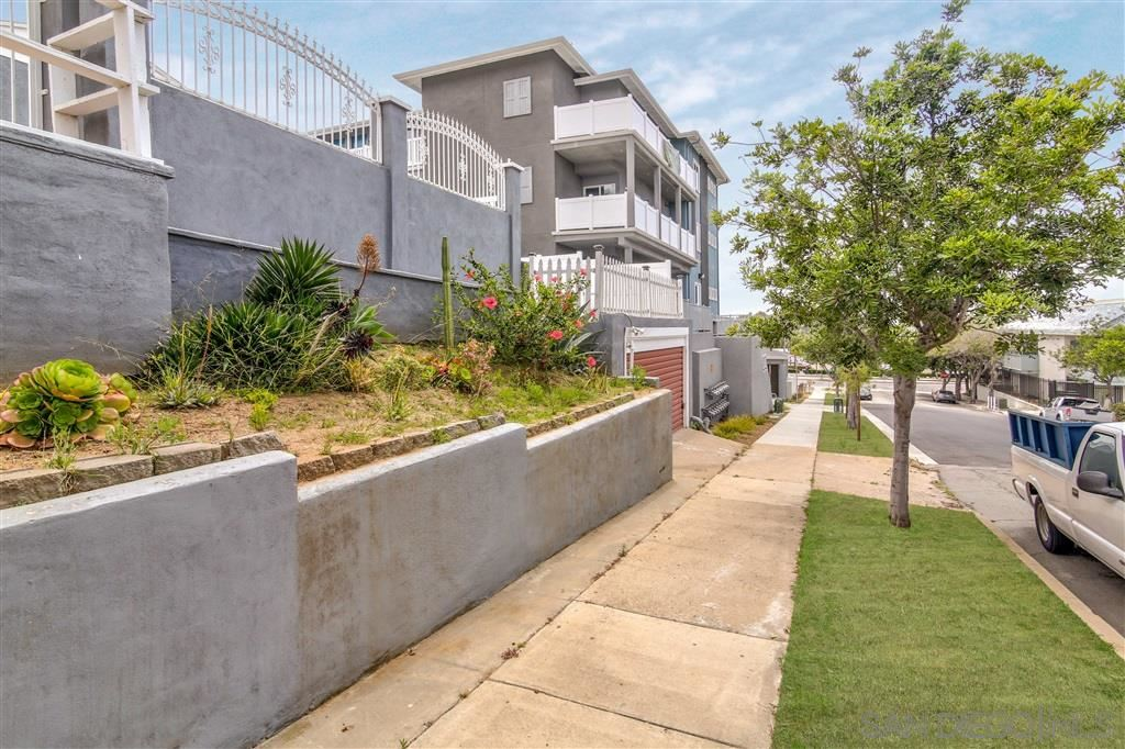 Photo of 900 E 12th, National City, CA 91950 (MLS # 210026191)