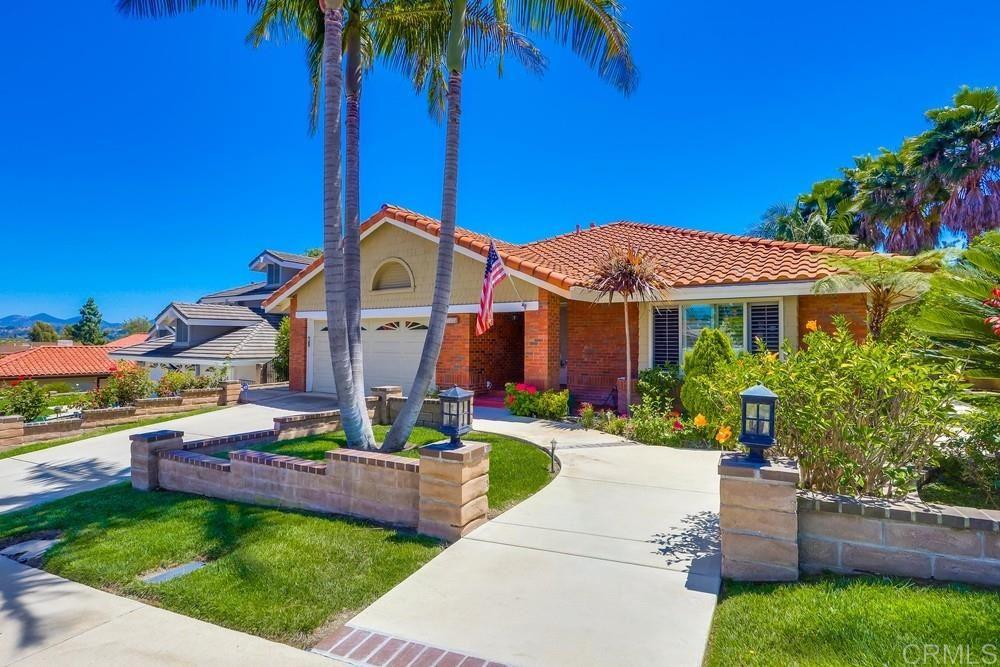 Photo of 1181 Countrywood Ln, Vista, CA 92081 (MLS # 200024197)