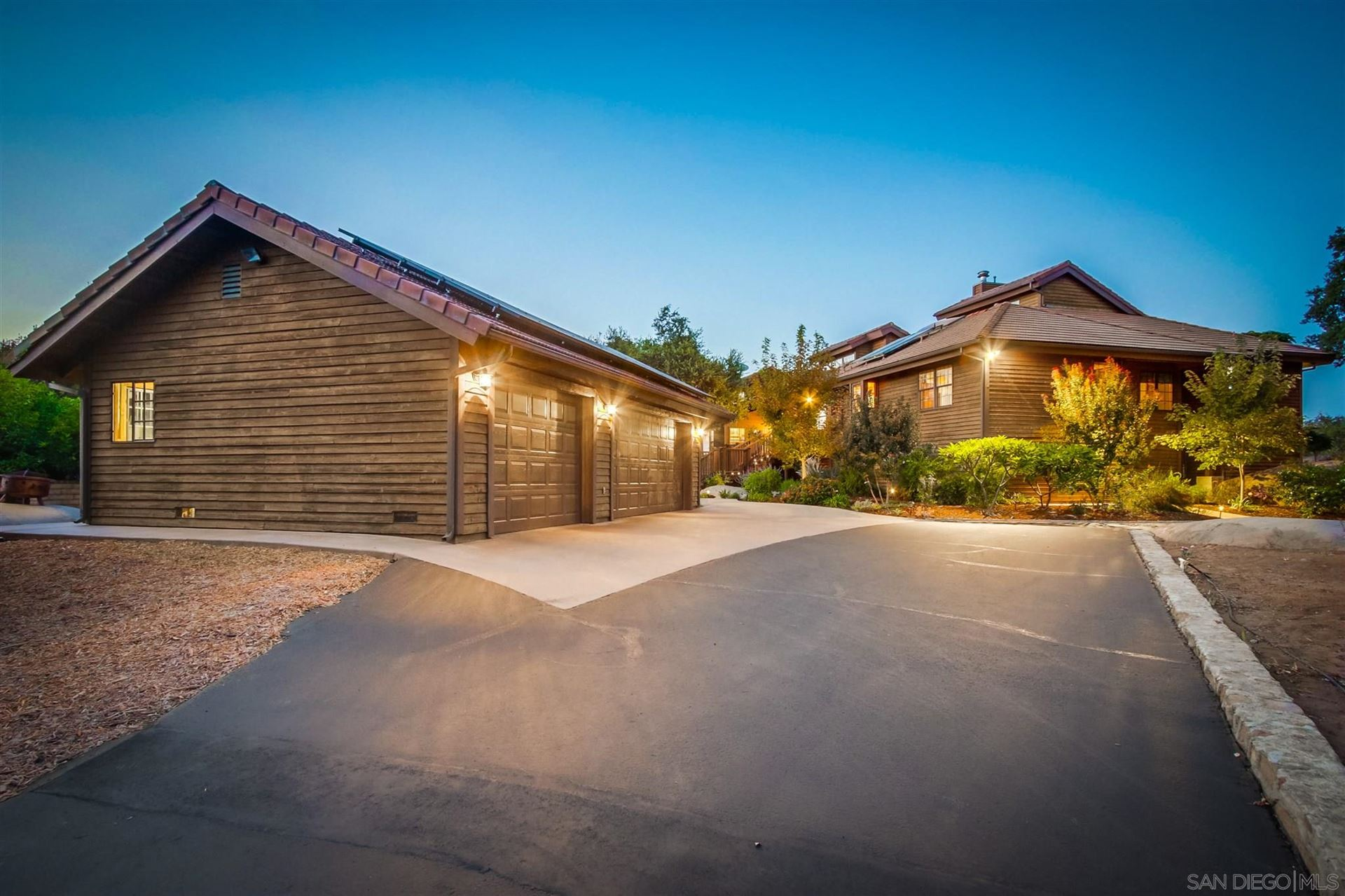Photo of 17770 Ridgeview Ln, Ramona, CA 92065 (MLS # 200048241)