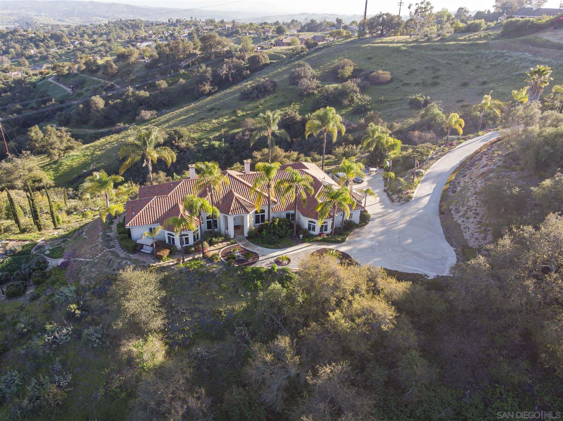 Photo of 2332 Vista Valle Verde Dr, Fallbrook, CA 92028 (MLS # 210008267)