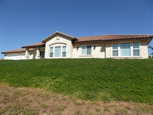 Photo of 1003 La Rueda Dr, Vista, CA 92084 (MLS # 200032269)