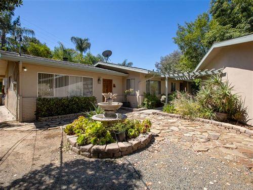 Photo of 1130 Pebble Springs Ln, Escondido, CA 92026 (MLS # 200031284)