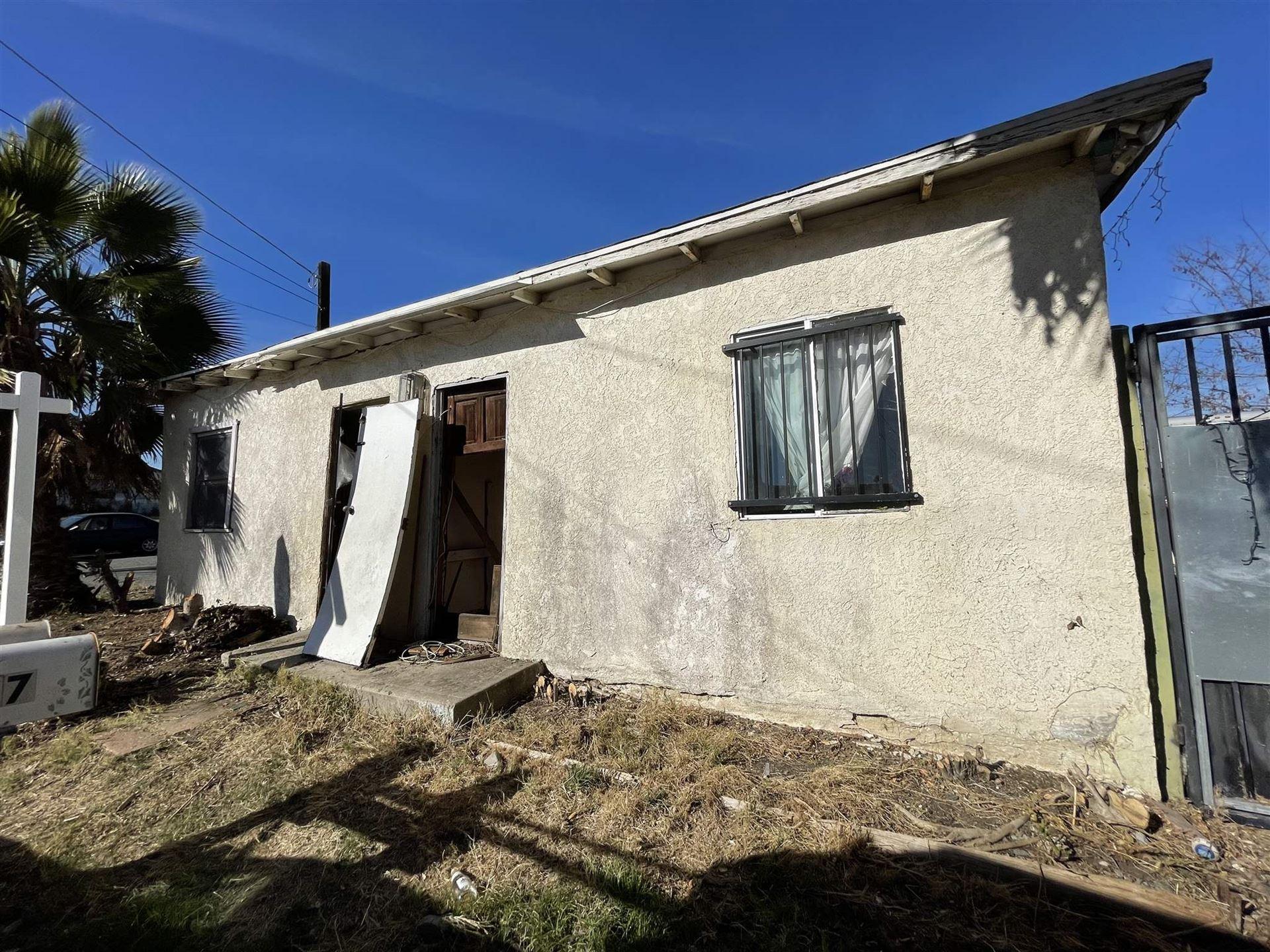 Photo of 247 Avenida De La Plz, Vista, CA 92083 (MLS # 210001304)
