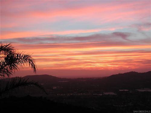 Photo of 2073 Woodland Heights Gln, Escondido, CA 92026 (MLS # 210018312)