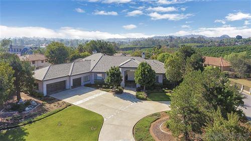 Photo of 175 Lake Ridge Cir, Fallbrook, CA 92028 (MLS # 200022330)