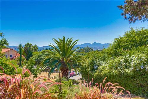 Photo of 865 Luna Vista Dr, Escondido, CA 92025 (MLS # 200032338)