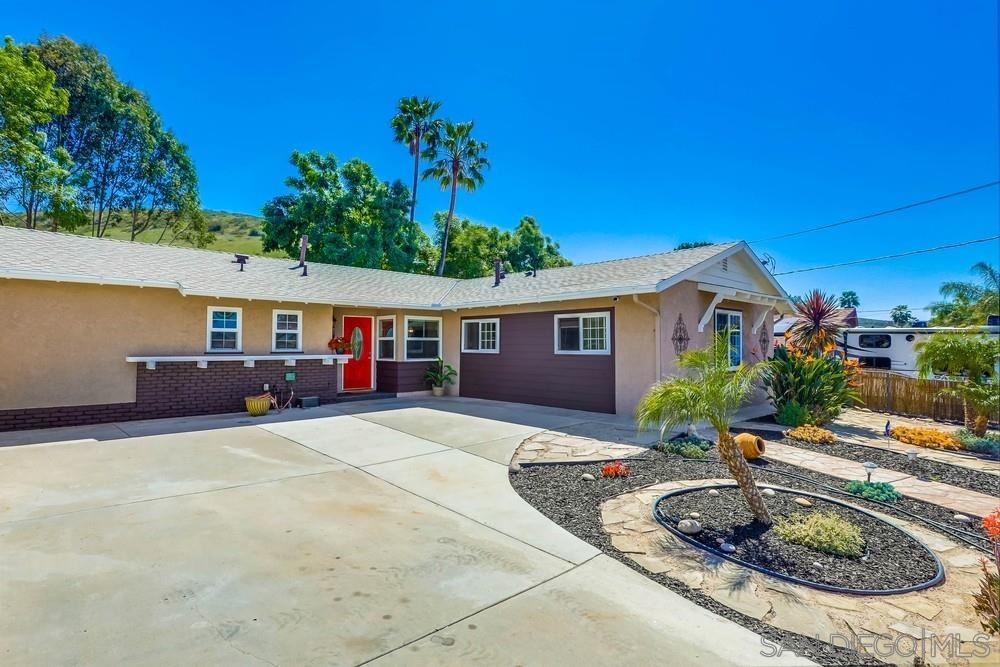 Photo of 12543 Buckskin Trl, Poway, CA 92064 (MLS # 210009341)