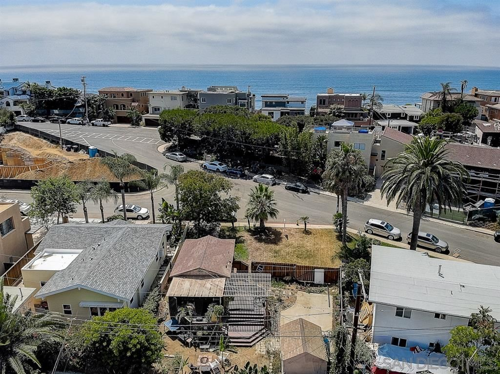 Photo of 228 N Helix Ave, Solana Beach, CA 92075 (MLS # 210024380)