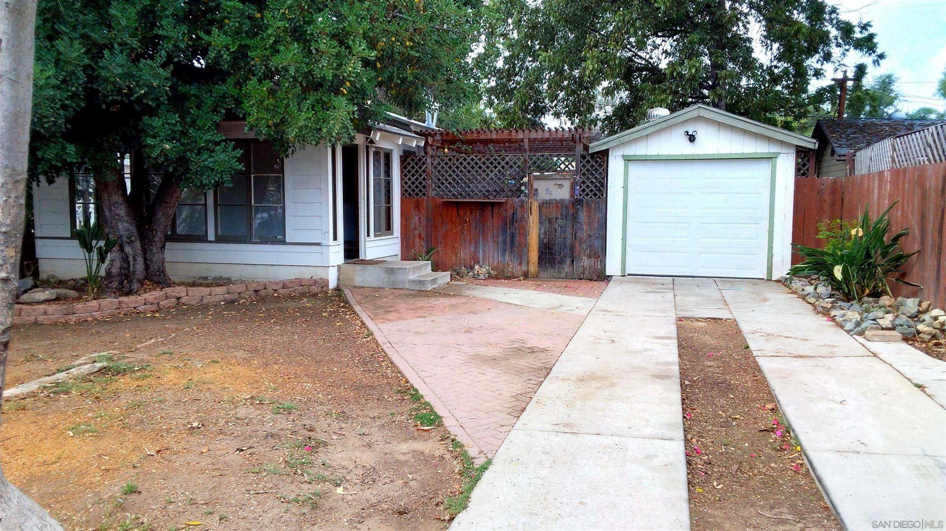 Photo of 218 W W 11Th Ave, Escondido, CA 92025 (MLS # 210021388)