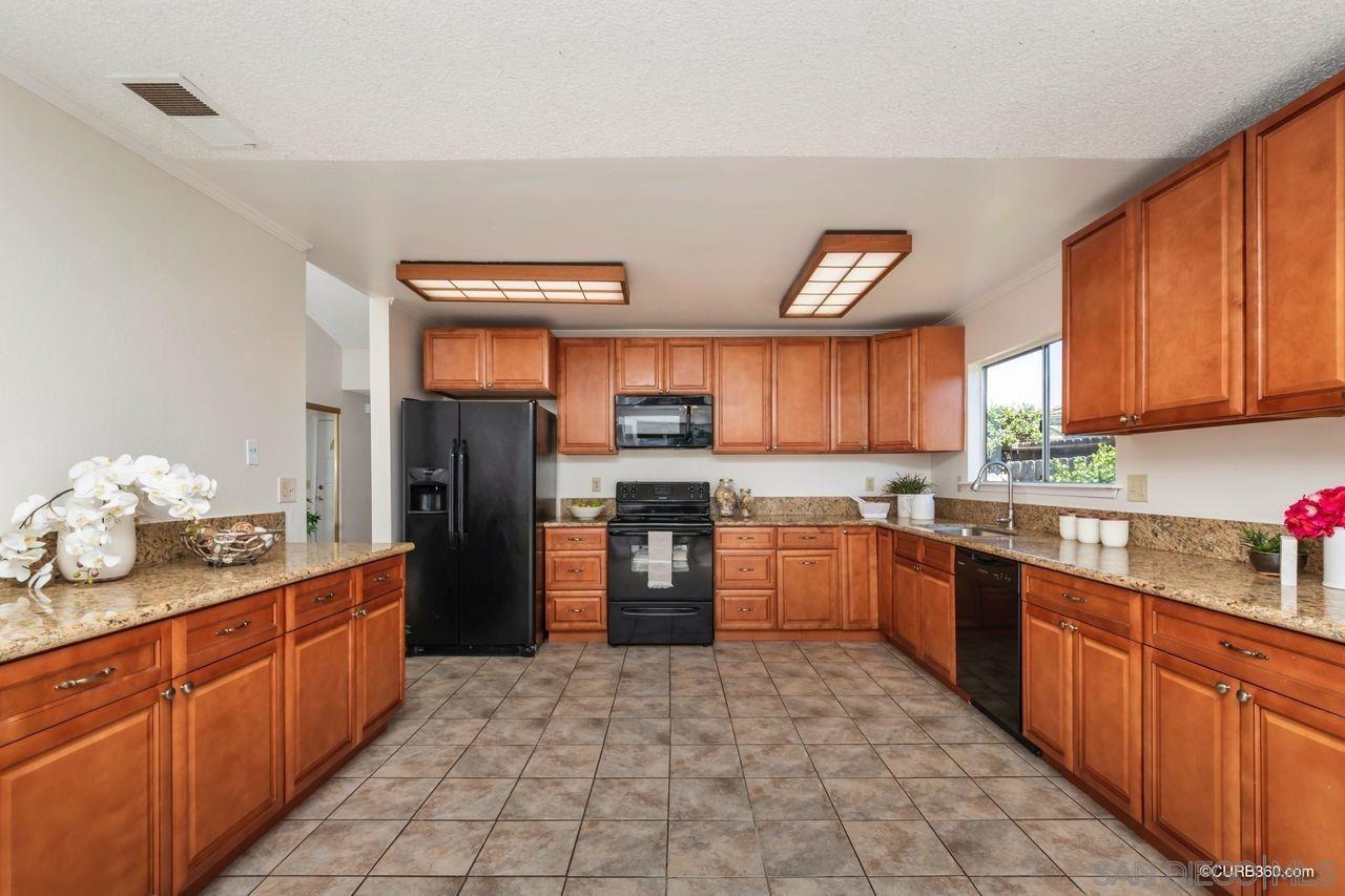 Photo of 2760 Derringer Pl, Escondido, CA 92027 (MLS # 210004389)