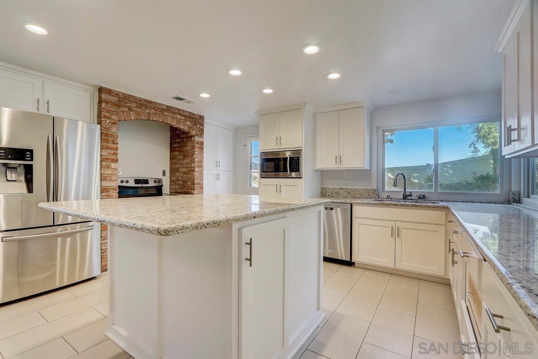 Photo of 12514 Shropshire Ln, San Diego, CA 92128 (MLS # 210029400)