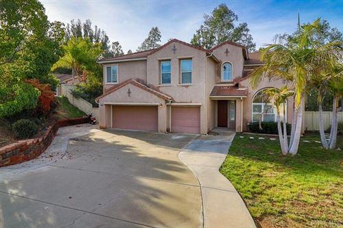 Photo of 2844 Asterwood Ln, Vista, CA 92081 (MLS # 200028401)