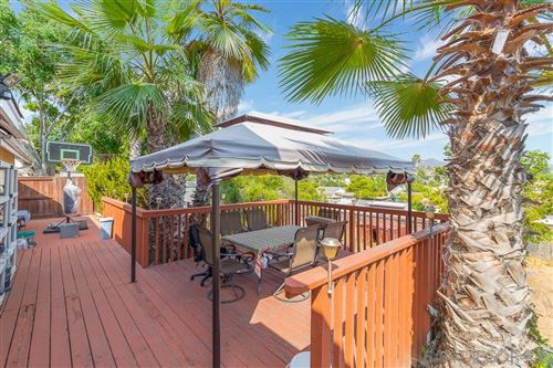 Photo of 1009 El Vallecito, Vista, CA 92083 (MLS # 200049410)
