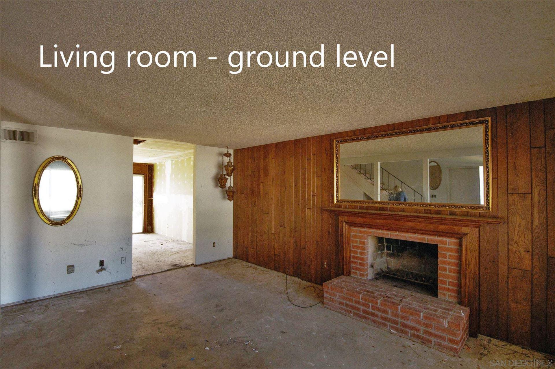 Photo of 1051 Rincon Villa Pl, Escondido, CA 92027 (MLS # 210004410)