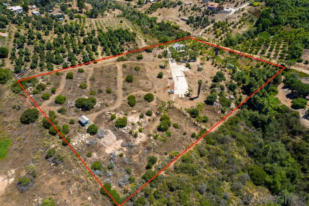 Photo of 12143 Sierra Rojo Rd, Valley Center, CA 92082 (MLS # 200032417)