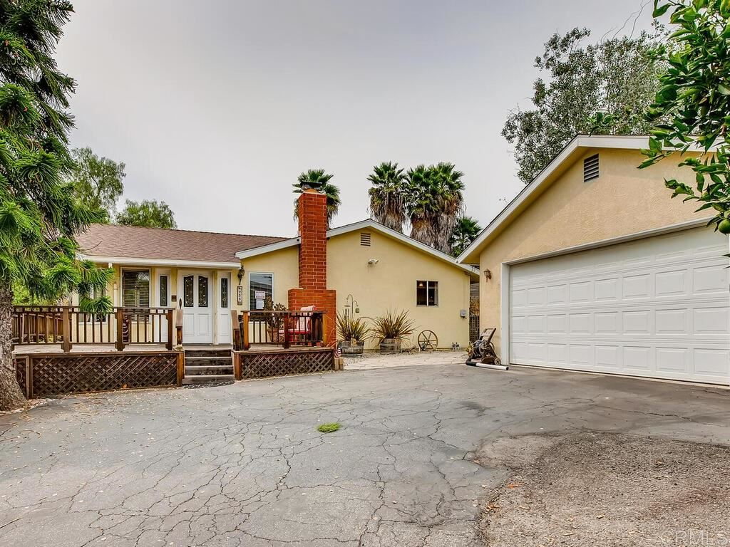 Photo of 225 Poinsettia Ave, Vista, CA 92083 (MLS # 200043423)