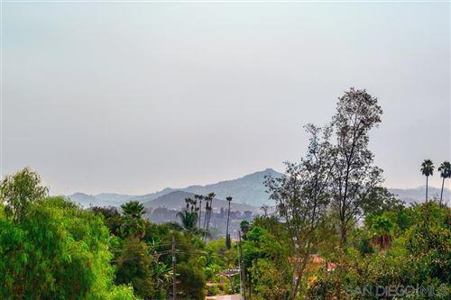 Photo of 127 Avocado Crst, Escondido, CA 92025 (MLS # 200043424)