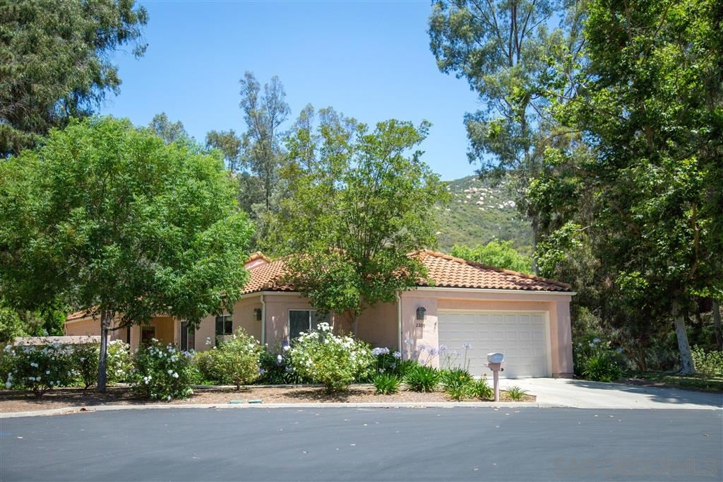 Photo of 2209 Torrey Glen, Escondido, CA 92026 (MLS # 200032426)