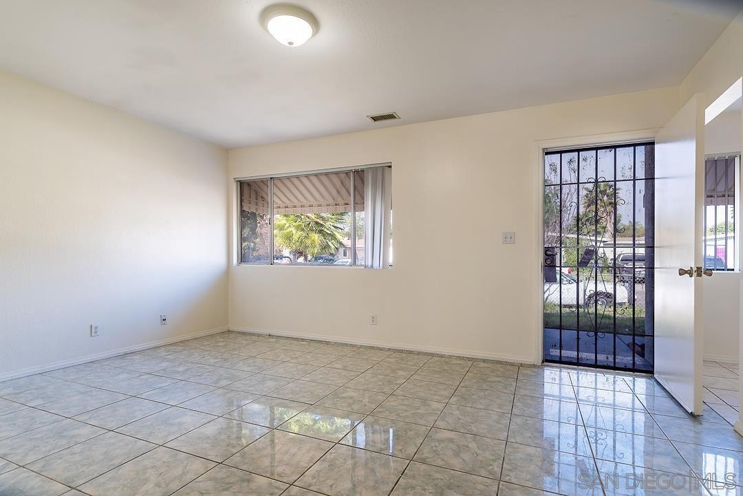 Photo of 1613 Calle Bienvenido, Vista, CA 92084 (MLS # 210009430)