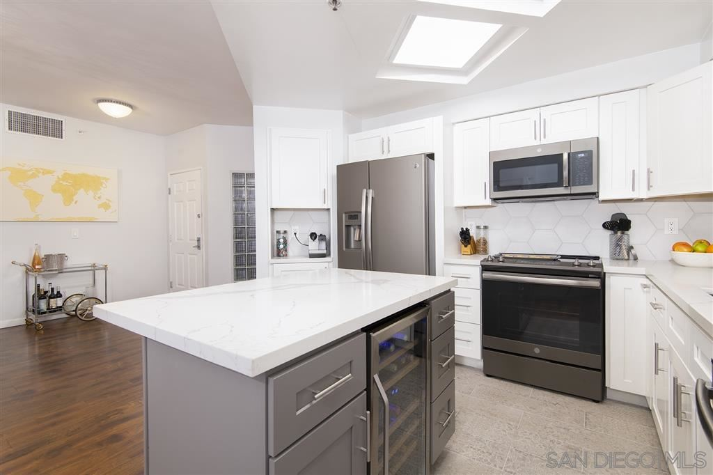 Photo for 655 Columbia St #311, San Diego, CA 92101 (MLS # 190050434)