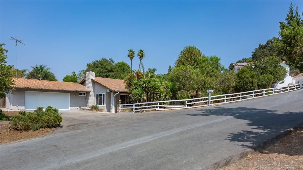 Photo of 1222 Country Club Dr, Escondido, CA 92029 (MLS # 200045434)