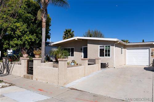 Photo of 1611 Calle Colorado, Vista, CA 92084 (MLS # 210011449)
