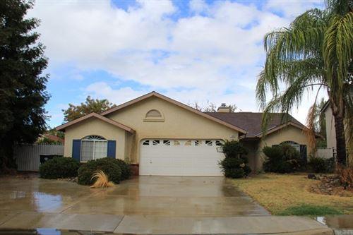 Photo of 1049 E Ramblewood Drive, Dinuba, CA 93618 (MLS # PTP2107492)