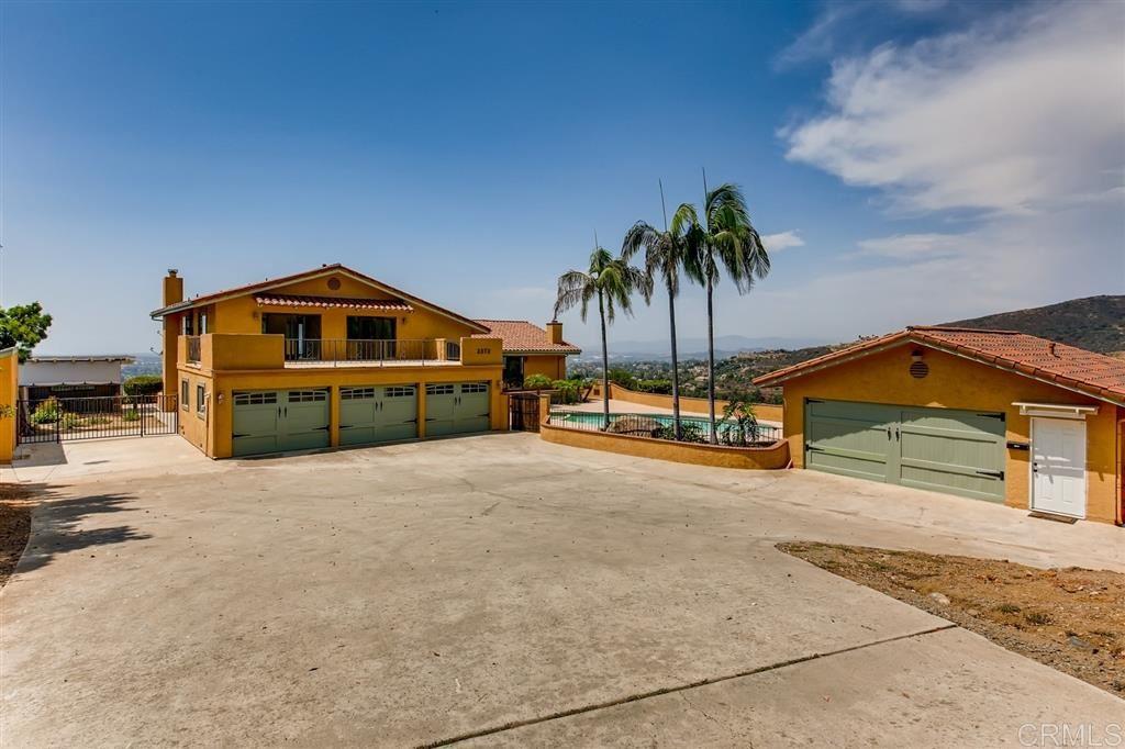 Photo of 2372 Edgehill Road, Vista, CA 92084 (MLS # 200032497)