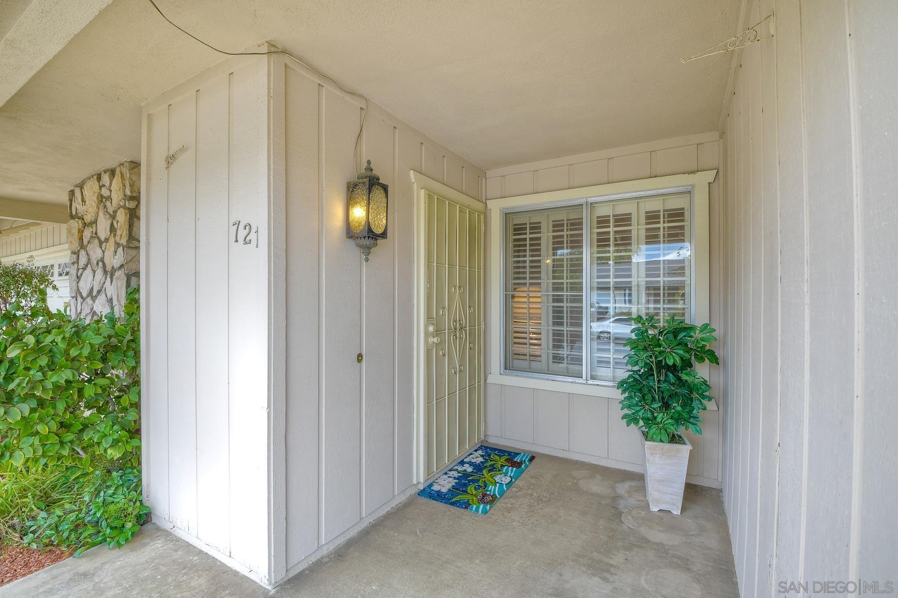 Photo of 721 Overlook St, Escondido, CA 92027 (MLS # 210029501)