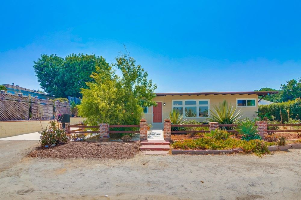 Photo of 433 Queen Anne Dr, Chula Vista, CA 91911 (MLS # 200045509)