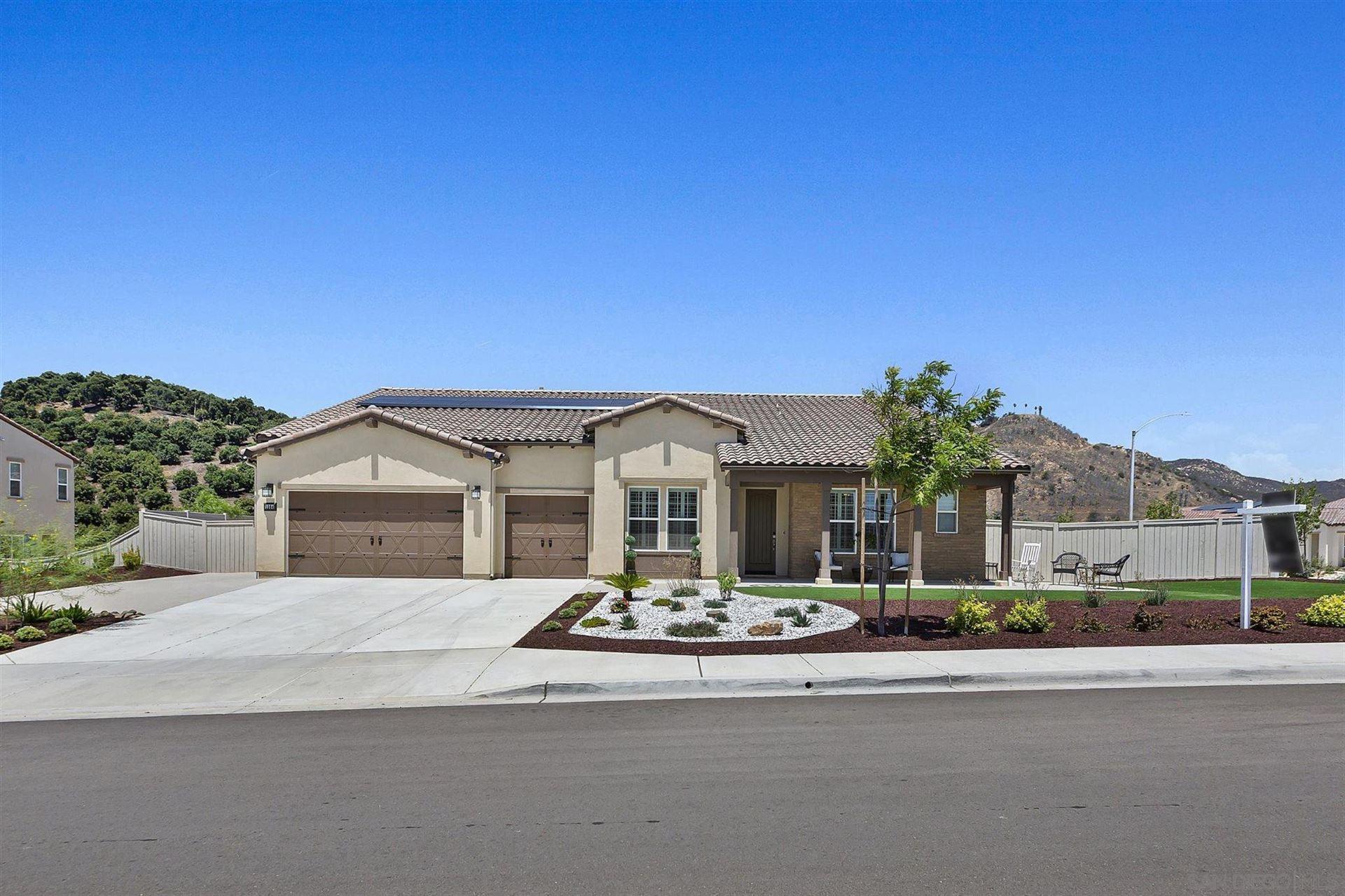 Photo of 1364 Vista Ave, Escondido, CA 92026 (MLS # 210021519)