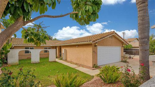 Photo of 831 Inglewood Ct, Vista, CA 92084 (MLS # 200052522)