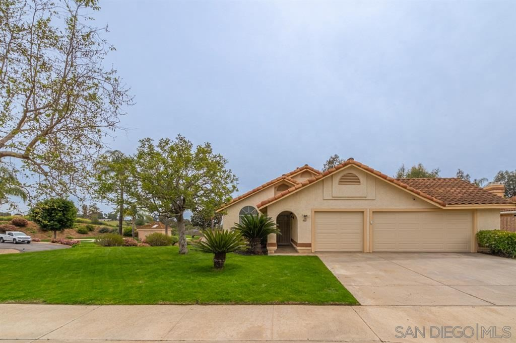 Photo of 901 Sonia Pl, Escondido, CA 92026 (MLS # 200030532)