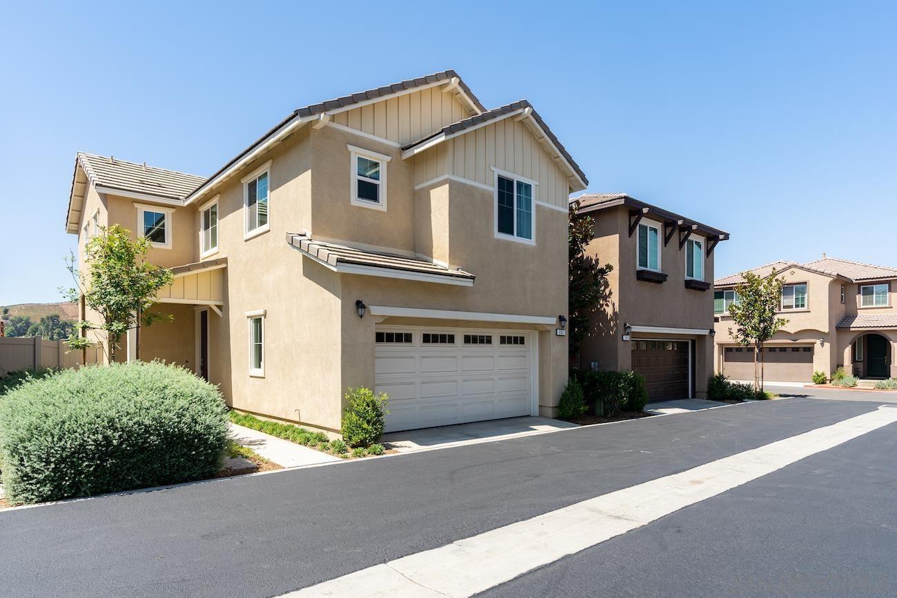 Photo of 207 Dun Blazer Way, Fallbrook, CA 92028 (MLS # 210025568)