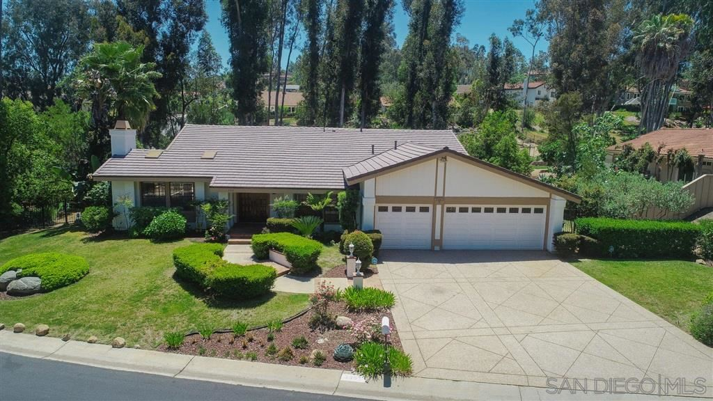 Photo of 3302 Avenida Sierra, Escondido, CA 92029 (MLS # 200030573)
