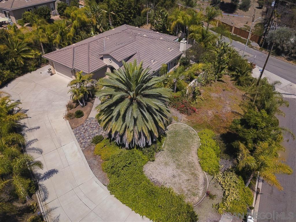 Photo of 1701 Hilo Drive, Vista, CA 92081 (MLS # 200037576)