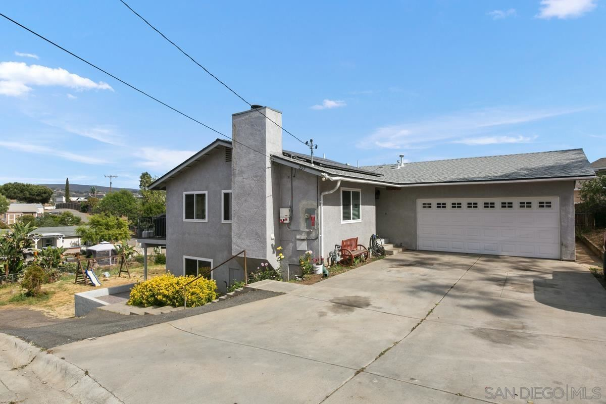 Photo of 227 Woodland Dr, Vista, CA 92083 (MLS # 210015591)