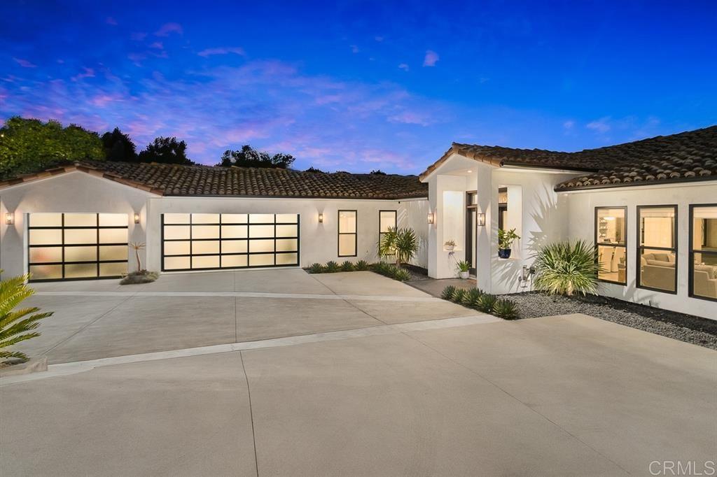 Photo of 2318 Vista Grande Dr, Vista, CA 92084 (MLS # 200029616)