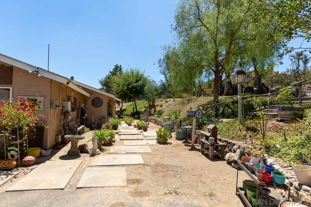 Photo of 2029 Willow Glen Rd, Fallbrook, CA 92028 (MLS # 210024644)