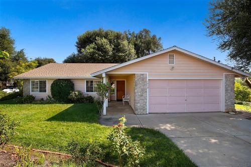 Photo of 1069 Hillcrest View Ln, Fallbrook, CA 92028 (MLS # 200048658)